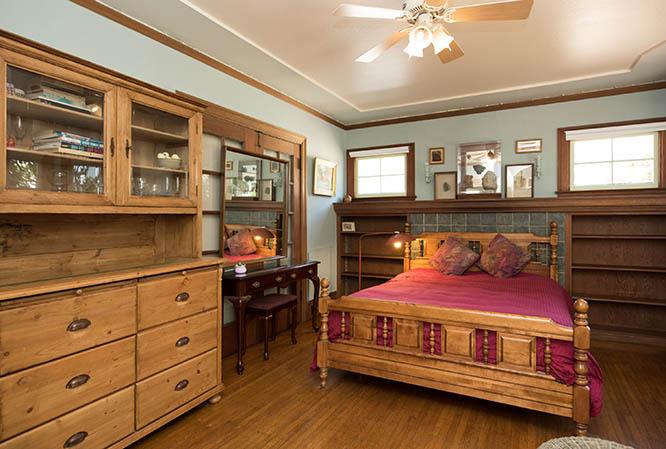 Julia Room I